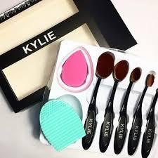 Набор кистей щёток для макияжа Kylie 5 шт. и 2 спонжа