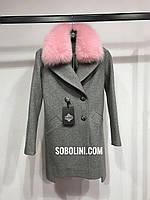 Примерка в шоу руме пальто с мехом Lorraine песца-альбиноса, фото 1