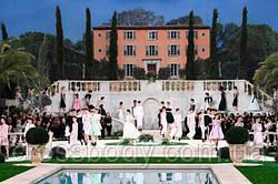 На вилле у бассейна: невероятный показ новой коллекции Chanel
