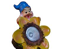 Садовый светильник на солнечной батарее гном с подсолнухом