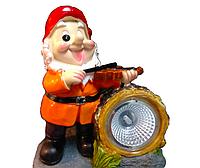 Садовый светильник гном со скрипкой, на солнечной батарее