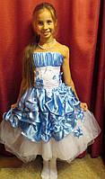 Бело-голубое пышное платье с корсетом на прокат для девочки-подростка