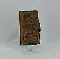 Чехол для телефона ручной работы из натуральной кожи  с тисненым рисунком.