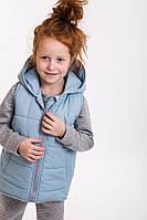 Утепленная детская жилетка для девочки с капюшоном светло-голубая