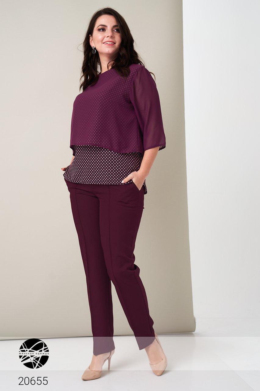 Брючный костюм с блузой бордового цвета. Модель 20655. Размеры 50-60