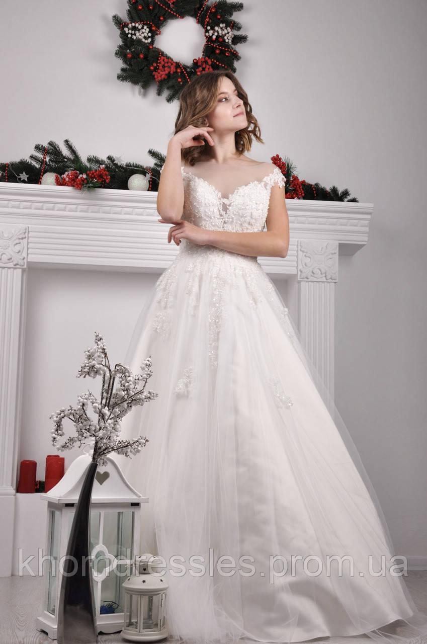 Свадебное платье расшитое бисером с V-образным вырезом