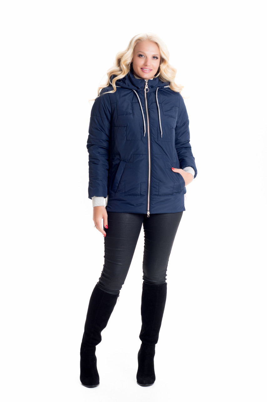 Короткая синяя женская куртка