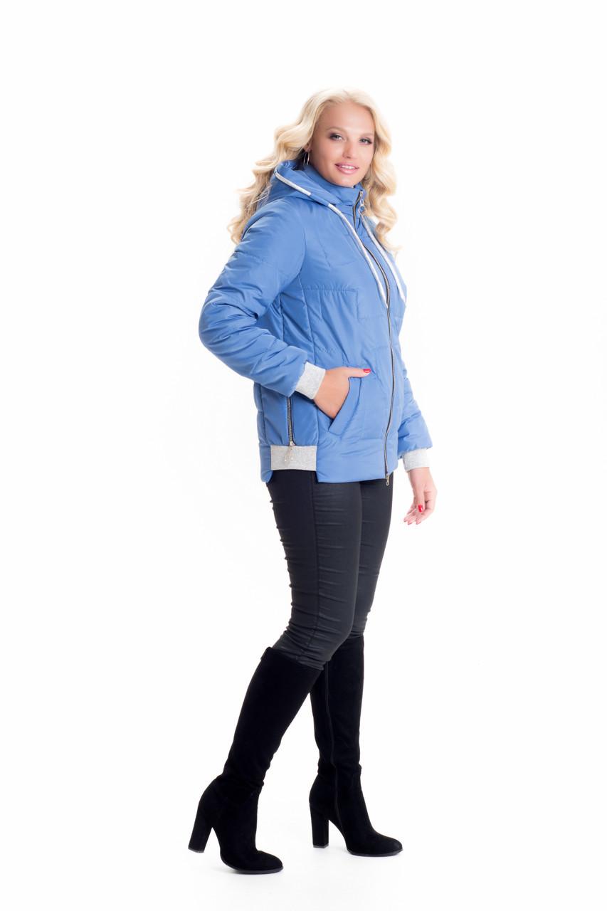 Короткая весенняя голубая женская куртка