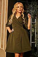 Приталенное платье с отложным воротником