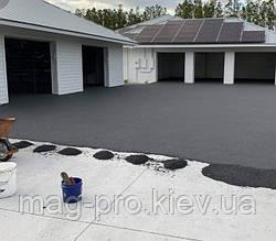 Киевская обл. Резиновое покрытие возле гаража.