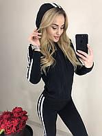 Женский спортивный костюм полосками по бокам