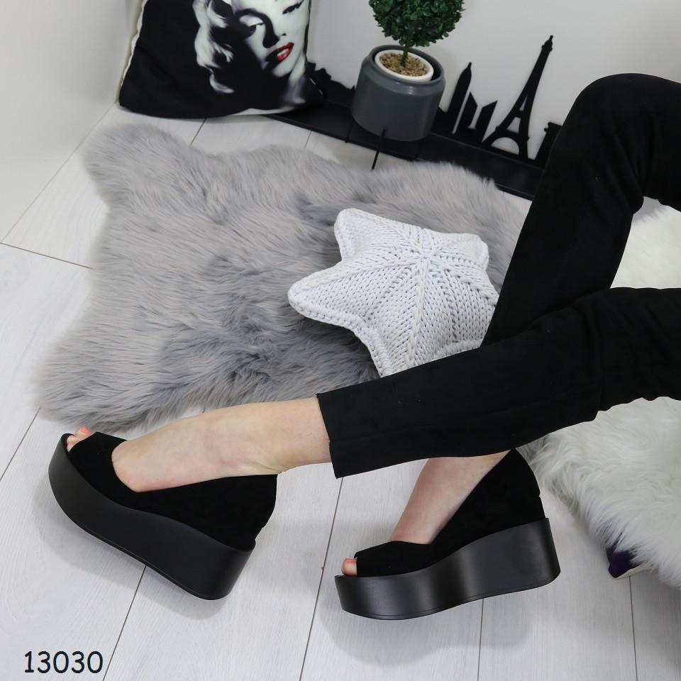 7bbe3afc6 Туфли женские с открытым носком / босоножки на платформе и скрытой танкетке  замшевые черные - VK