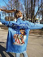 Длинная джинсовая куртка с принтом на спине