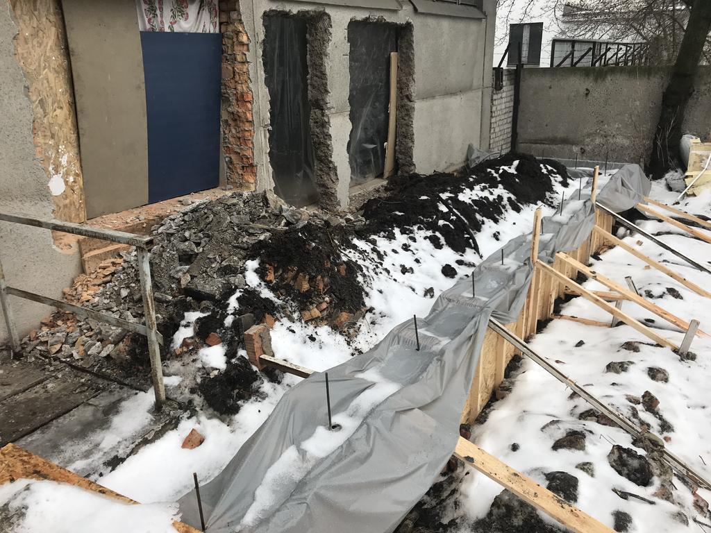 Первоначальный вид пандуса. Фундамент заливался несколько недель назад.
