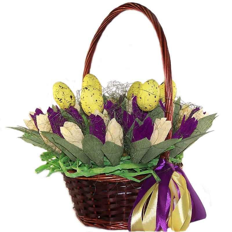 корзина с тюльпанами из конфет