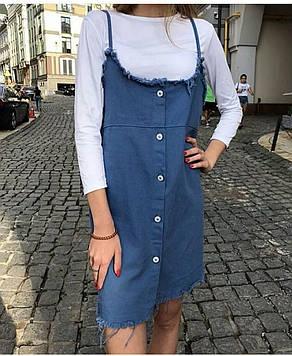 Стильный сарафан из джинса в комплекте с футболкой.