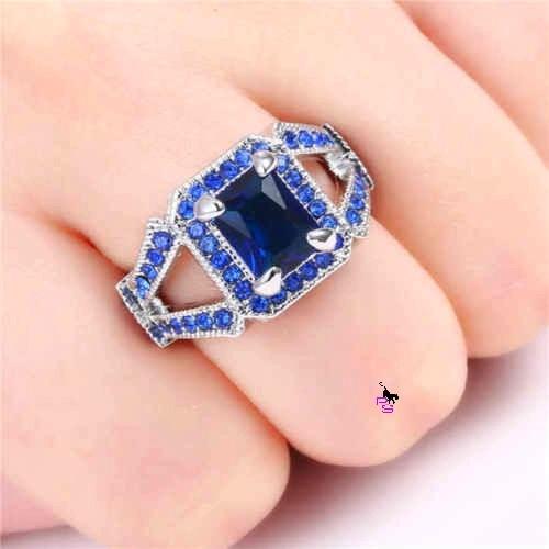 Великий солідний перстень із синім каменем