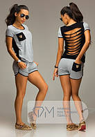 Костюм-двойка: шорты и футболка с оголенной спиной