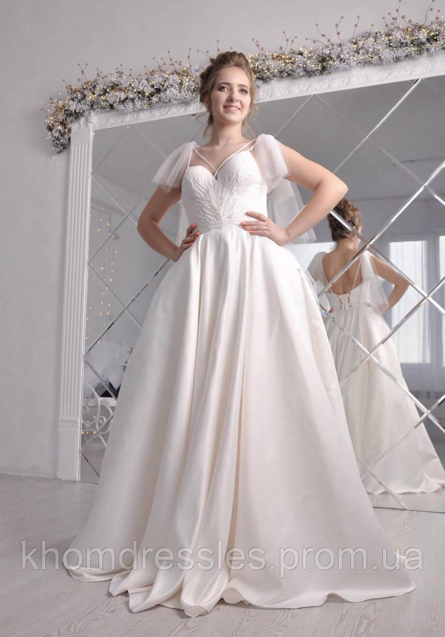 Атласное розовое свадебное платье с люневильской вышивкой