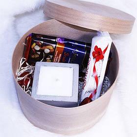 Подарочный набор со свечами и сладостями №1