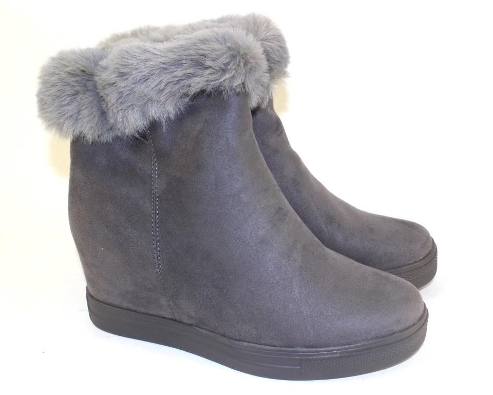 Женские демисезонные ботинки серого цвета с опушкой
