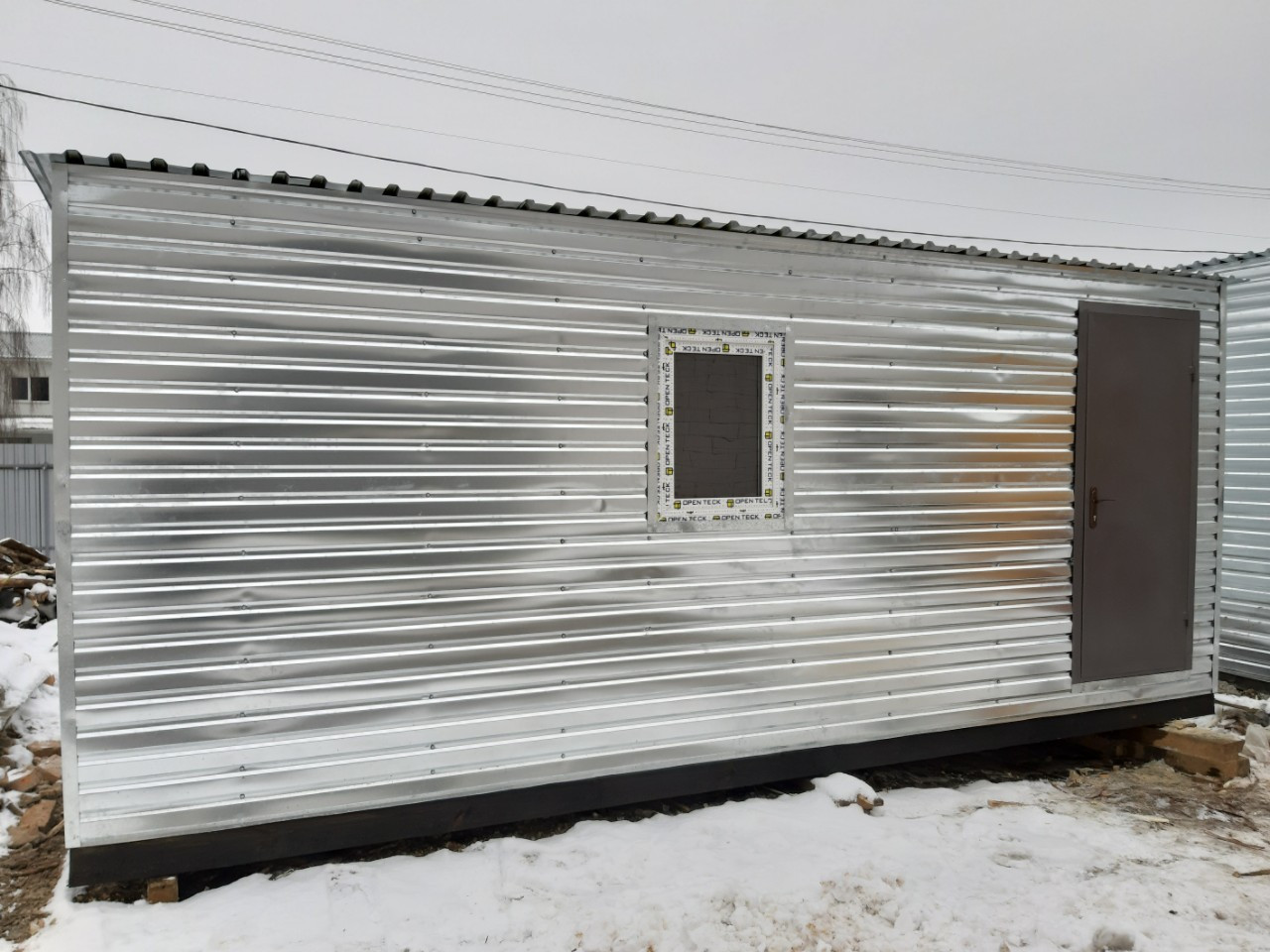 Бытовка строительная 6х2,30 м (внутри деревянная вагонка)