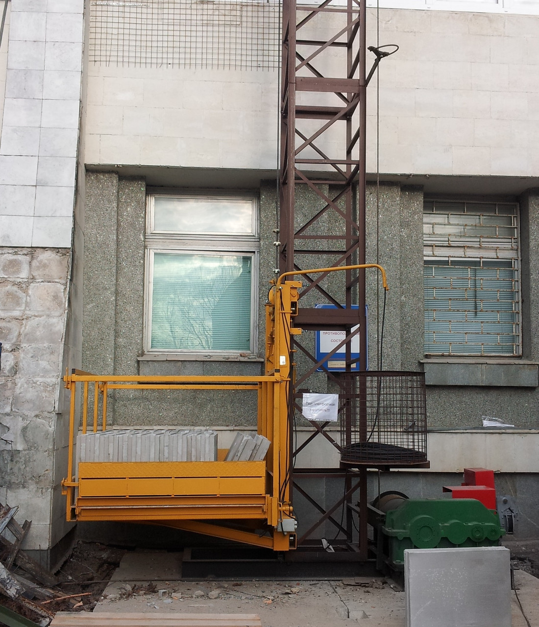 Грузовой строительный подъемник от производителя