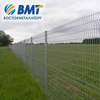 Системы ограждения (забор из сетки, секции ограждения) с ребром жесткости
