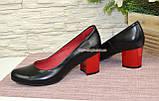 Женские черные кожаные туфли на невысоком устойчивом каблуке, фото 3