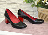 Женские черные кожаные туфли на невысоком устойчивом каблуке, фото 4