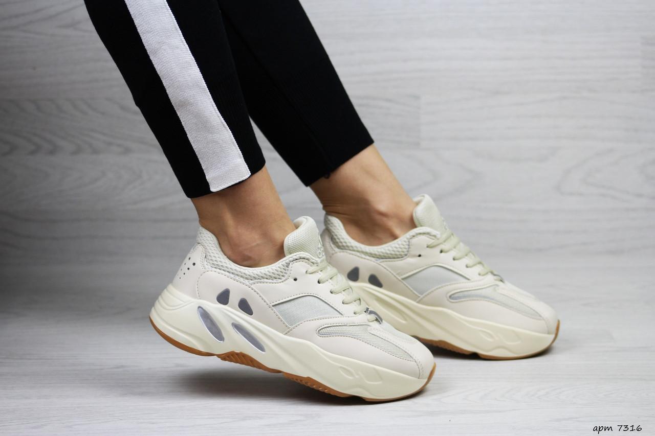 Модные женские кроссовки Adidas x Yeezy Boost 700 Beige (реплика)