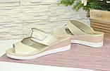 Кожаные бежевые летние шлепанцы от производителя, фото 3