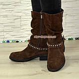 Ботинки замшевые женские демисезонные на маленьком каблуке, декорированы ремешком, фото 2