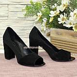 Туфлі замшеві з відкритим носком, на високому стійкому каблуці, колір чорний, фото 3