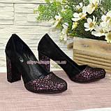 Туфли замшевые на высоком устойчивом каблуке, цвет черный/бордо, фото 4