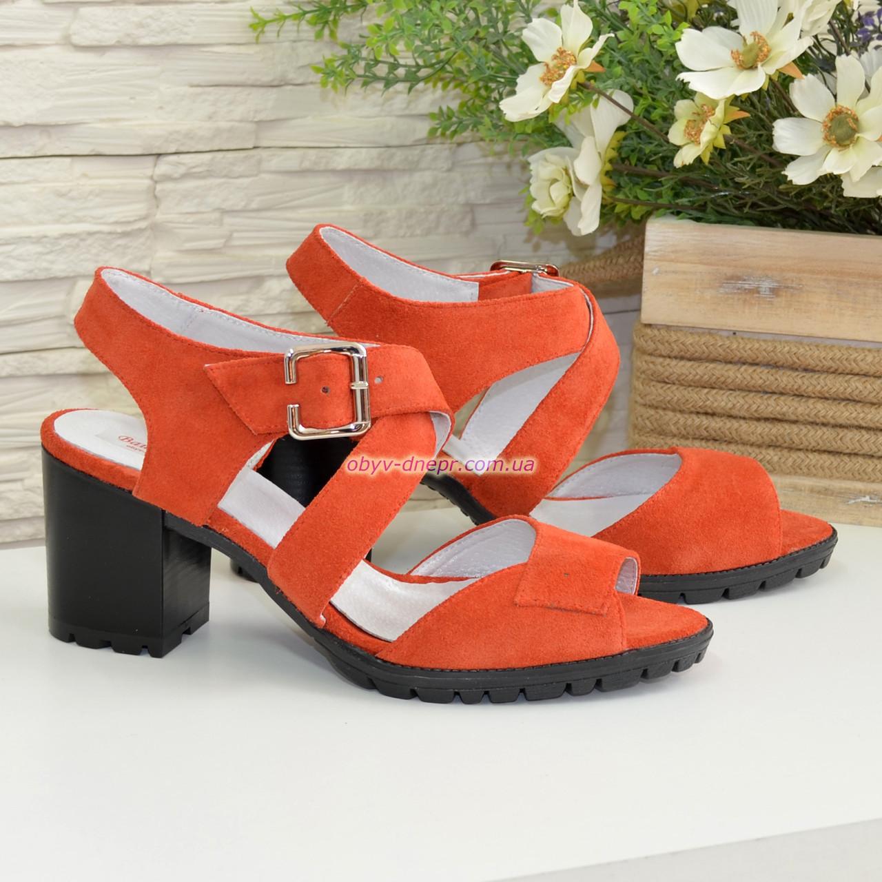 Женские замшевые босоножки на устойчивом каблуке, цвет оранжевый