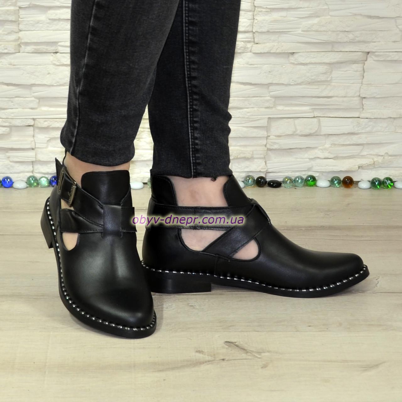 Туфли кожаные на низком ходу, декорированы ремешком