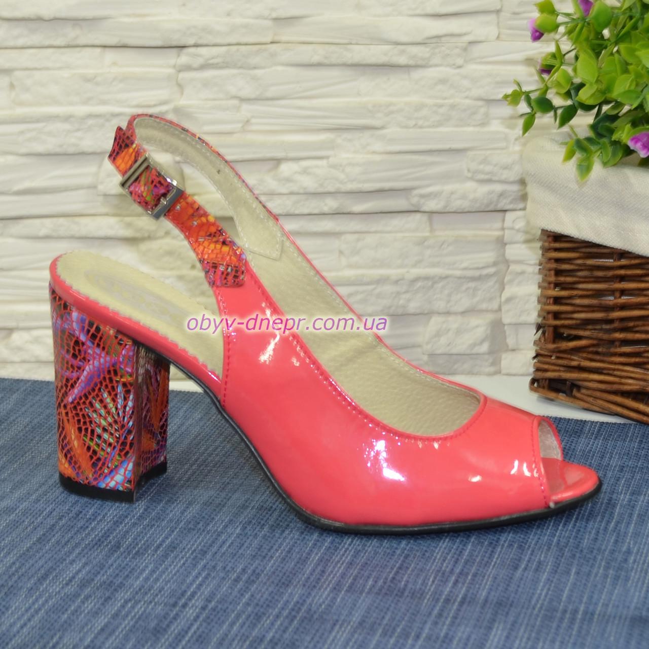 Босоножки комбинированные на устойчивом каблуке, цвет коралл