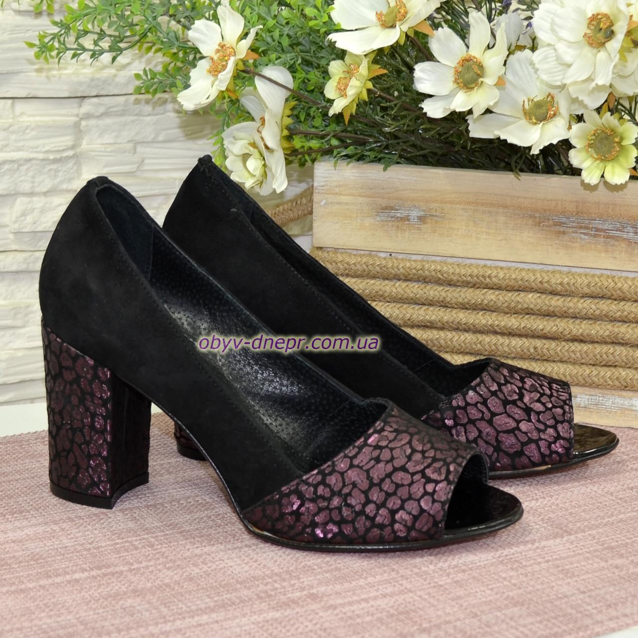 Туфли замшевые с открытым носком, на высоком устойчивом каблуке, цвет черный/бордо