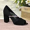 Туфли замшевые с открытым носком, на высоком устойчивом каблуке, цвет черный, фото 2