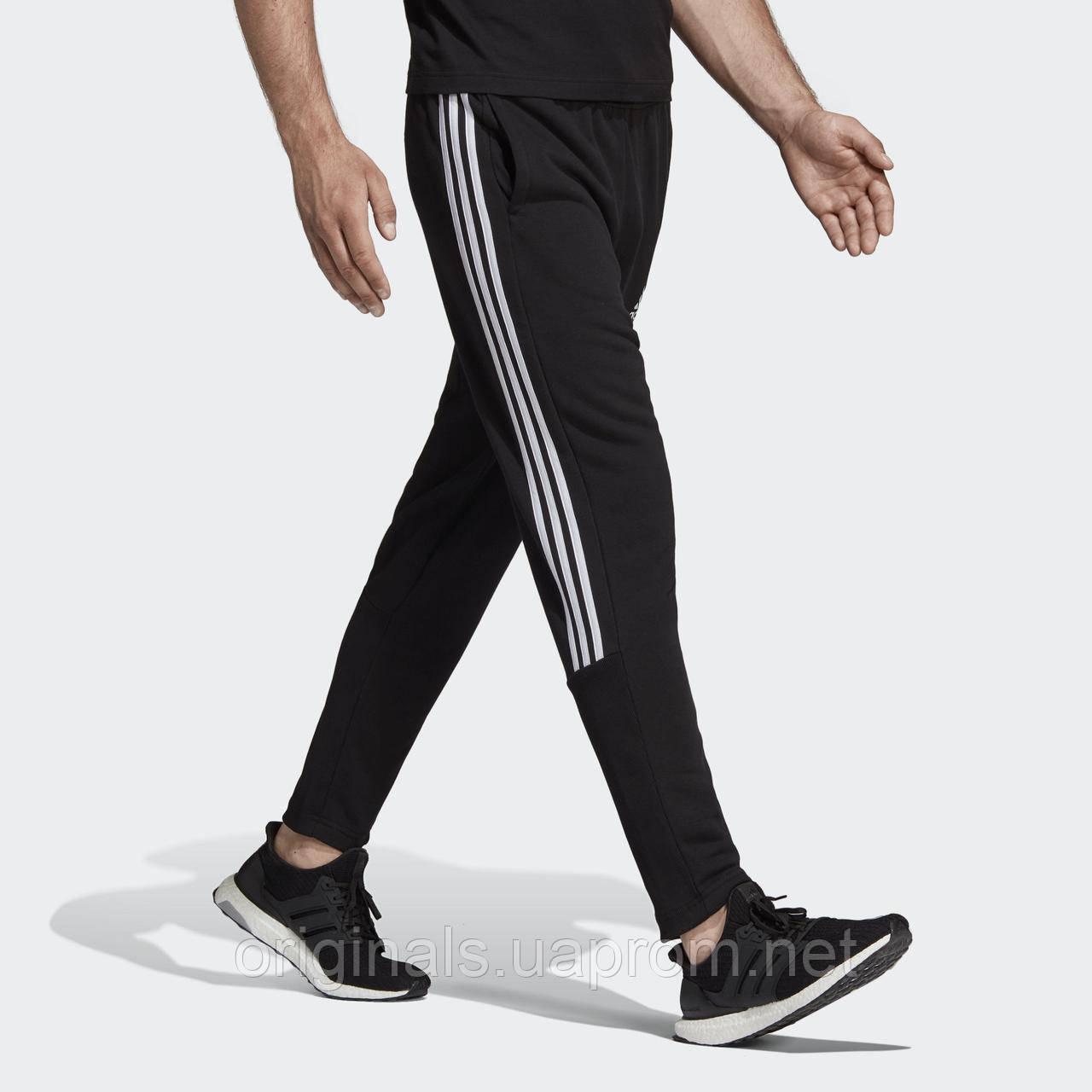 Мужские штаны Адидас Must Haves 3-Stripes Tiro DT9901-