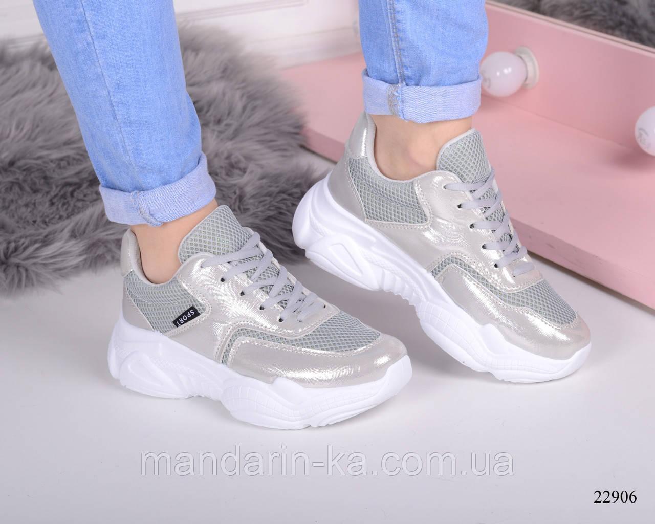 Женские кроссовки на толстой  подошве