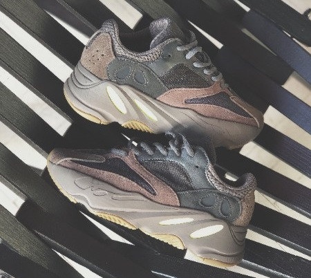 801b399ac Кроссовки в стиле Adidas Yeezy Boost 700 Mauve женские - Интернет-магазин  «Reverie Shoes