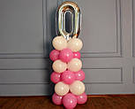 """Композиция с воздушных шариков """"Стойка с цифрой """"0"""" (бело-розовая), фото 6"""