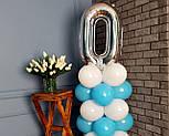 """Композиция с воздушных шариков """"Стойка с цифрой """"0"""" бело-голубая на день рождения мальчику, фото 3"""