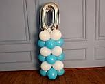 """Композиция с воздушных шариков """"Стойка с цифрой """"0"""" бело-голубая на день рождения мальчику, фото 5"""