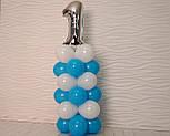 """Композиция с воздушных шариков """"Стойка с цифрой """"1"""" бело-голубая на день рождения мальчику, фото 3"""