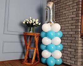 """Композиция с воздушных шариков """"Стойка с цифрой """"1"""" бело-голубая на день рождения мальчику"""