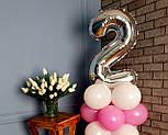 """Композиция с воздушных шариков """"Стойка с цифрой """"2"""" (бело-розовая), фото 3"""