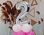 """Композиция с воздушных шариков """"Стойка с цифрой """"2"""" (бело-розовая), фото 5"""